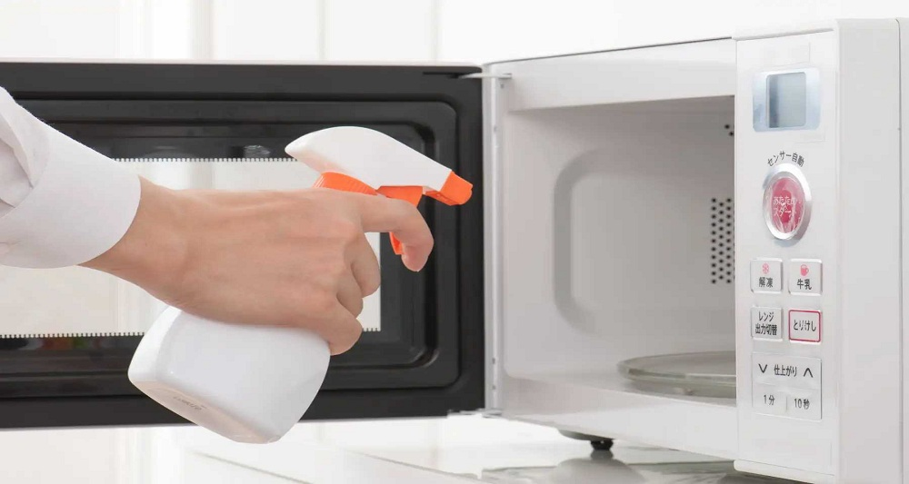How to clean oil stains in your Microwave Oven