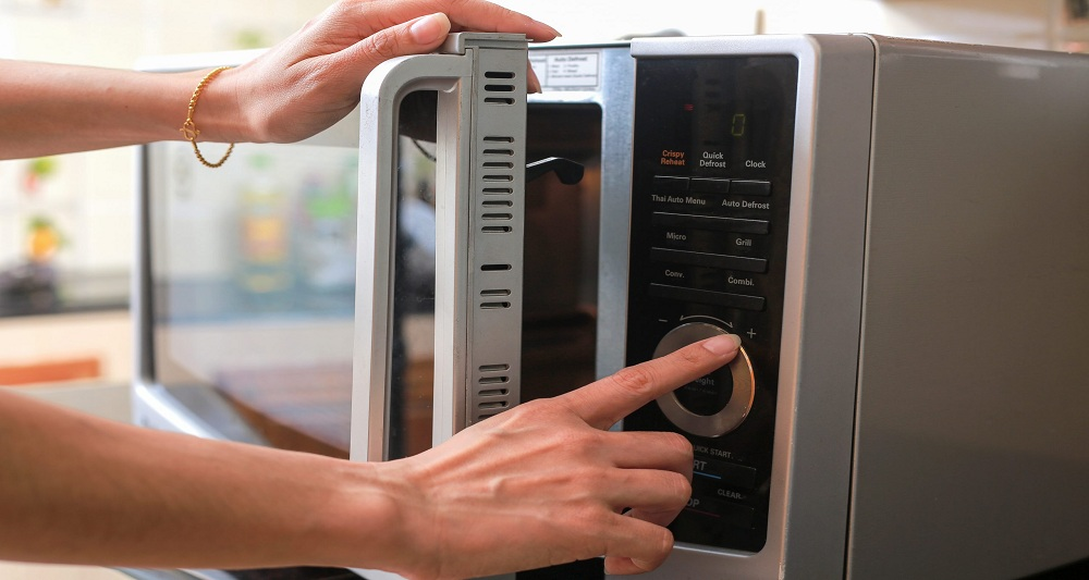 Some useful tips to increase the lifespan of your microwave oven